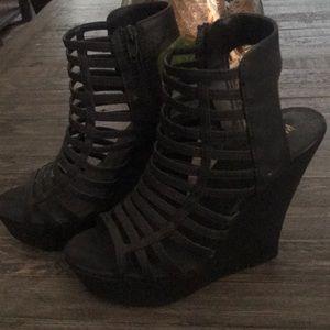 Size 8 black wedges